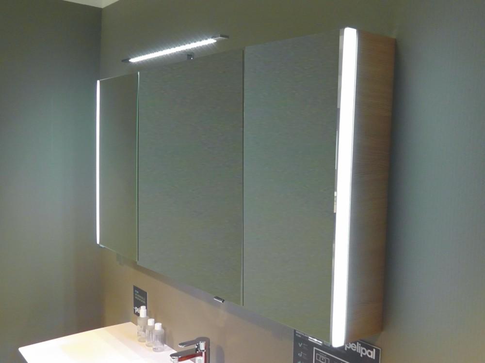 spiegelschrank mit beleuchtung und steckdose badezimmer 2016. Black Bedroom Furniture Sets. Home Design Ideas