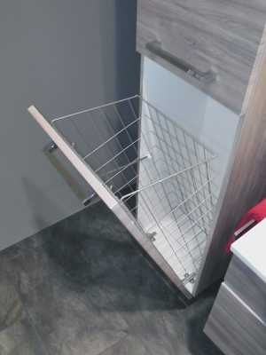 Mittelschrank mit Wäschekippe