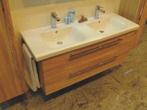 Puris Waschtisch mit passenden Badmöbel